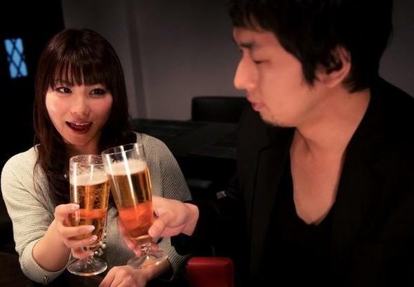 婚活パーティーや婚活サイトで既婚者を見抜く方法はあるのか?